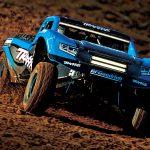 3_traxxas-unlimited-desert-racer-4wd-race-truck-rtr-tsm-2.4ghz-blauw-met-led-set—zonder-batterij-en-lader