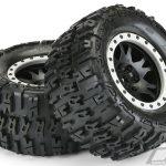 1_pro-line-pr10151-13-trencher-4.3—pro-loc-all-terrain-banden-gemonteerd-voor-x-maxx-voor-of-achter–gemonteerd-op-impuls-pro-loc-zwarte-wielen-met-steengrijze-ringen